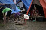 Image gallery of Life in makeshift shelters for displaced people in Mindanao.