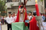 Vietnamese Catholics enact Passion of Jesus