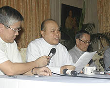 Filipino bishops urge 'people power' on RH bill