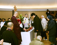 Christians, Buddhists pray for victims of the Kobe earthquake
