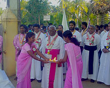 Youth welcome Jaffna bishop and priests to the National Catholic Youth Federation session in Jaffna