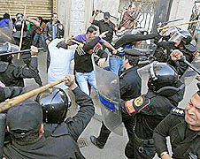 Egyptian police suppress a people's demonstration for democracy (Photo courtesy of Gwangju Human Rights and Peace Foundation)