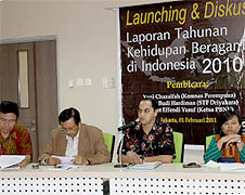 Zainal Abidin Bagir (second from right) speaks at the launch of the CRCS