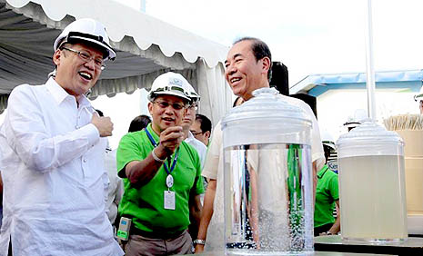 President Benigno Aquino III inspects a newly opened water treatment plant in Metro Manila (Photo courtesy of Malacañang)