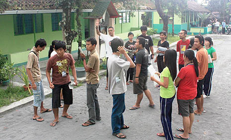 Indonesians learn disaster response