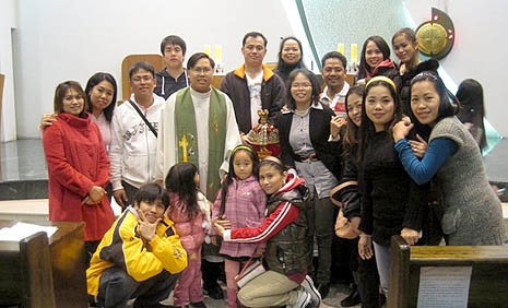 Migrants with a Filipino priest (photo courtesy of the Bucheon Filipino Migrants Community)