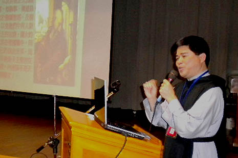 Father Phan Ngoc Ngon, spiritual director of the Federation of Biblical Association in Taipei, in a Biblical seminar