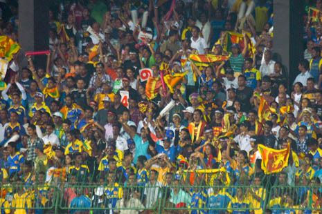 Sri Lanka cricket fans - awaiting India in the World Cup final