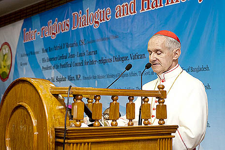 Cardinal Jean-Louis Tauran presents keynote speech during the conference (photo: Chandan Robert Rebeiro)
