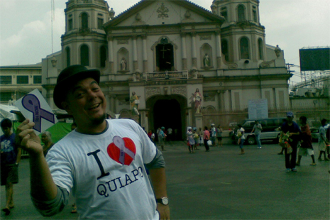 Carlos Celdran outside the Quiapo Church