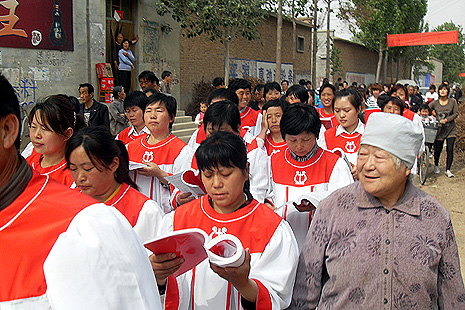 Laywomen of Xingtai diocese join the celebration of Our Lady of China feast and the Mother's Day