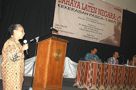 Soetriana speaks during the forum in Jakarta