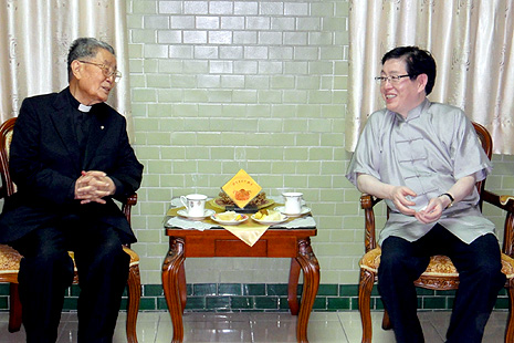 Wang Zuo'an, director of mainland China's State Administration for Religious Affairs, invites Cardinal Paul Shan Kuo-hsi (left) to visit the mainland during his Taiwan visit last September