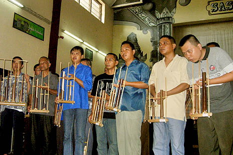 Mental health patients play angklung, a traditional musical instrument, at the seminar