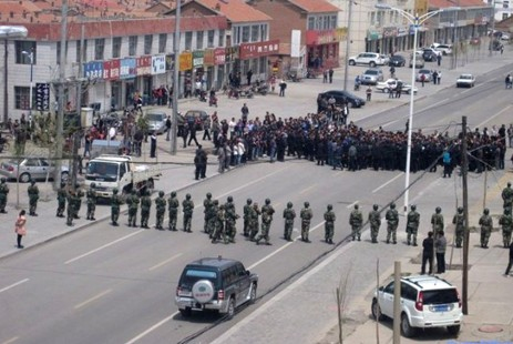 Paramilitaries and police block the street during a protest in Xilinhot, Inner Mongolia Autonomous Region on May 23, 2011 (photo: SMHRIC)