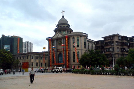 Police sealed off all roads surrounding St. Joseph's Cathedral in Shantou city prior to an illicit ordination on July 14.