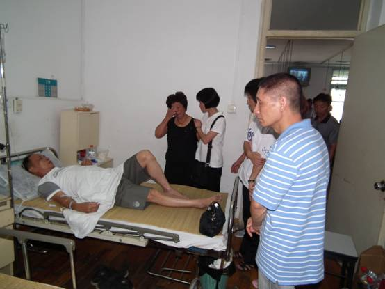 Catholic parishioners from Wenzhou visit survivors of a deadly high-speed train crash