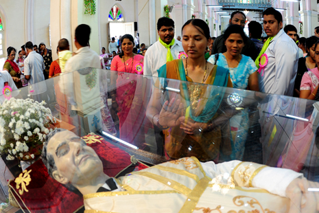 Relic draws non-Christian crowds