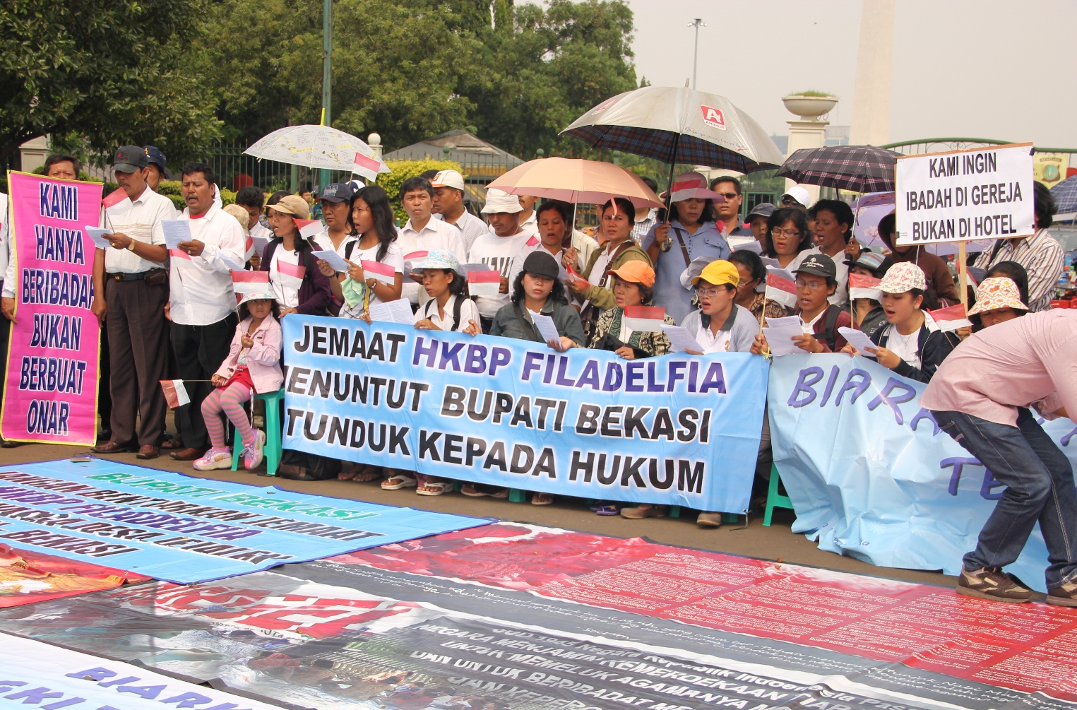 Church members rally outside the Presidential Palace in Jakarta