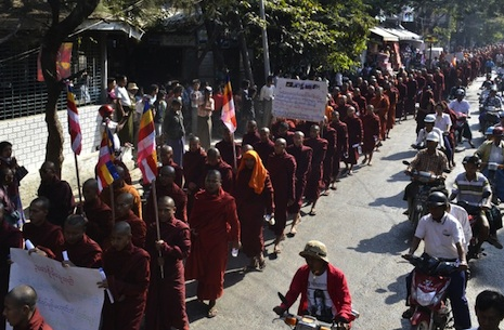 Buddhist monks protest today in Mandalay (AFP photo)