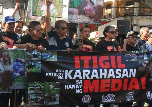 Journalists call for an end to violence that target members of the media. (Photo by Rene Sandajan)