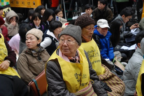 <p class=&quot;a&quot; align=&quot;left&quot;>Former comfort women at a regular Wednesday rally in Seoul</p>
