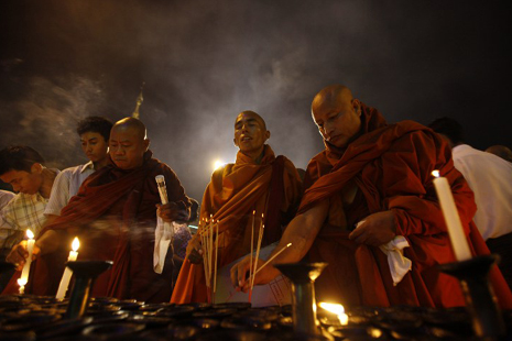 Myanmar monks to meet over deadly unrest