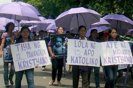 <p>RH Law supporters gather outside the Supreme Court (picture by Rene Sandajan)</p>