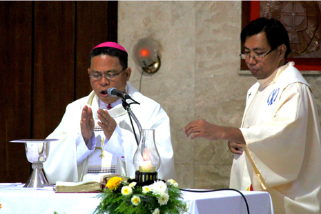 <p><span style=&quot;color: #222222; font-family: arial, sans-serif; font-size: 13px;&quot;>Bishop Martin Jumoad and Fr. Elmer Cantular celebrate Mass together&nbsp;</span><span class=&quot;aBn&quot; style=&quot;border-bottom-width: 1px; border-bottom-style: dashed; border-bottom-color: #cccccc; position: relative; top: -2px; z-index: 0; color: #222222; font-family: arial, sans-serif; font-size: 13px;&quot; data-term=&quot;goog_1546277245&quot;><span class=&quot;aQJ&quot; style=&quot;position: relative; top: 2px; z-index: -1;&quot;>on Monday</span></span><span style=&quot;color: #222222; font-family: arial, sans-serif; font-size: 13px;&quot;>. (Photo by Vincent Go)</span></p>