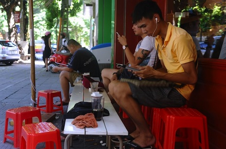 Vietnam issues decree banning social media news postings
