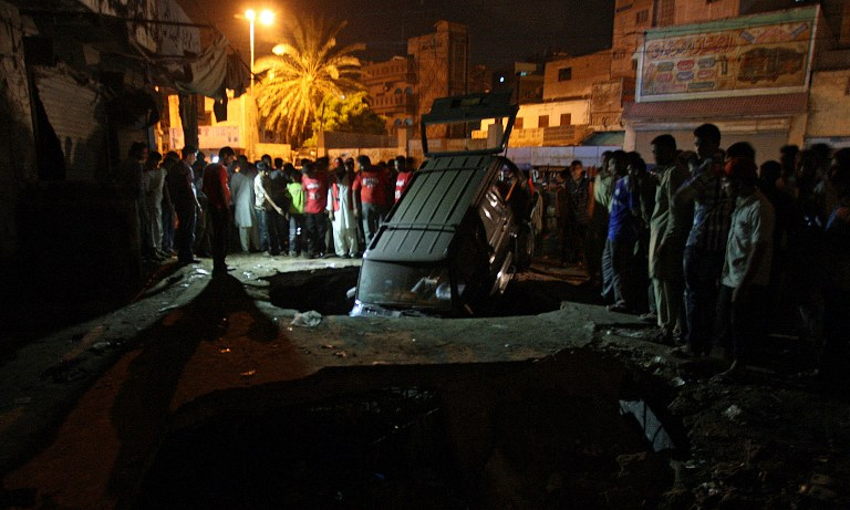 <p>Site of a bomb blast in Karachi, Pakistan on 7 August (AFP photo)</p>