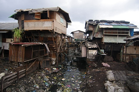 Bishops in Manila heed pope's call, offer slum-dwellers moral support