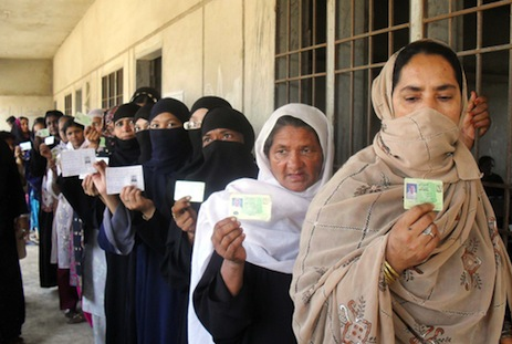 Pakistan Taliban threatens to kill women voters