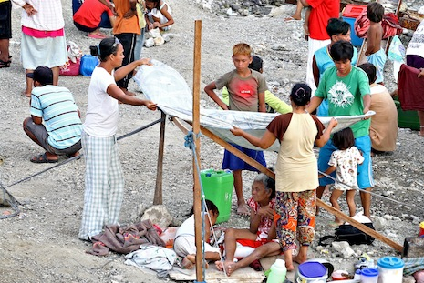 <p><span class=&quot;Apple-style-span&quot; style=&quot;border-collapse: collapse; color: #222222; font-family: arial, sans-serif; font-size: 13px;&quot;>Displaced families set up a temporary shelter in Zamboanga (Photo by Erwin Mascarinas)</span></p>