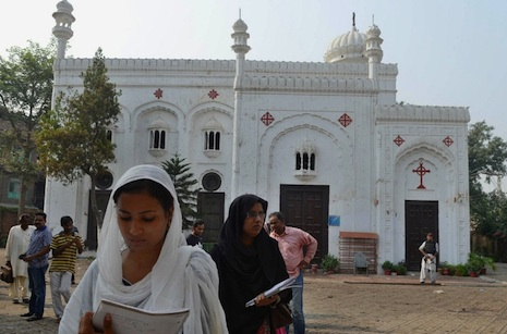 <p>Pakistani Christians at All Saint's in Peshawar, one day after the blast (AFP/A Majeed)</p>
