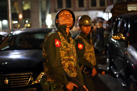 <p>Police stand guard outside Traders Hotel in Yangon following Monday's blast (AFP photo/Ye Aung Thu)</p>