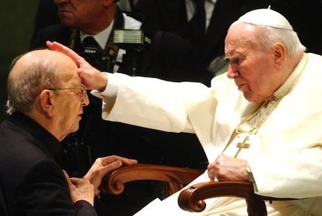 <p>Ex-leader Father Marcial Maciel with Pope John Paul II&nbsp;</p>