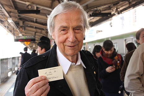 <p>Redemptorist Father Waldemar Kippes with Jesus' business card</p>