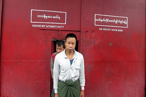 <p>A political detainee leaves Kalay prison in northern Sagaing Division in October, one of hundreds of political prionsers freed last year (AFP photo)</p>