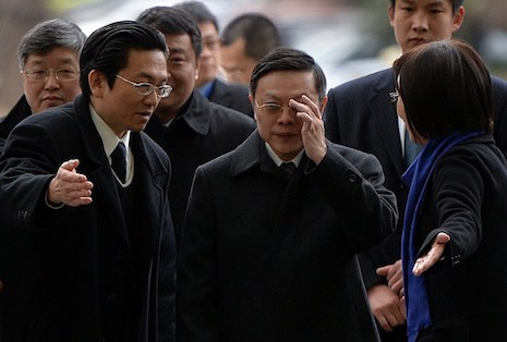 <p>Taiwanese official Wang Yu-chi, center, arrives on Thursday for a tour of the Shanghai Media Group headquarters. China and Taiwan are holding their first official talks in more than six decades (AFP photo/Mark Ralston)</p>