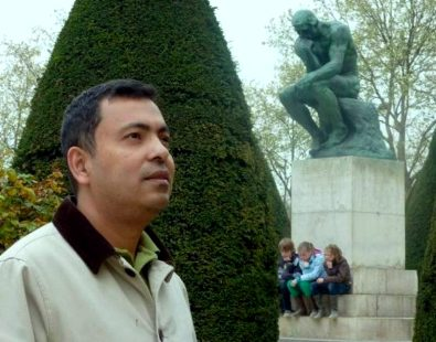 <p>Bangladeshi author Avijit Roy has had sales of his books banned by an online bookstore following death threats by an Islamic militant.</p>