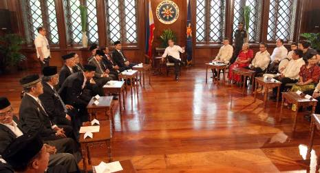 Philippines and rebels sign historic peace agreement