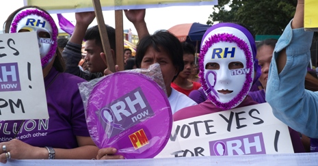 <p>A demonstrator says 'yes' to the implementation of the RH Law. (Photo by Edgar Aguilar)</p>