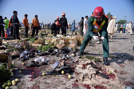 <p>The aftermath of the blast at an Islamabad fruit market (Aamir Qureshi / AFP)</p>