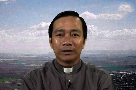 Vietnam priest named 'information hero' for fearless reporting