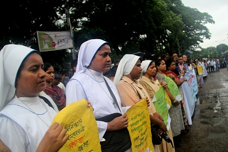 <p>Nuns form a human chain during Christian protests in Dhaka on Monday (photo by&nbsp;Rock Ronald Rozario)</p>