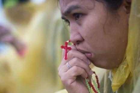 Pope euphoria quickly fades in Philippine typhoon zone