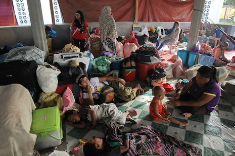 Humanitarian crisis looms as thousands flee Mindanao conflict