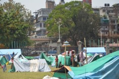 After Nepal quake, survivors struggle in squalid camps