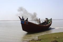 Refugee boats set sail as monsoon season ends